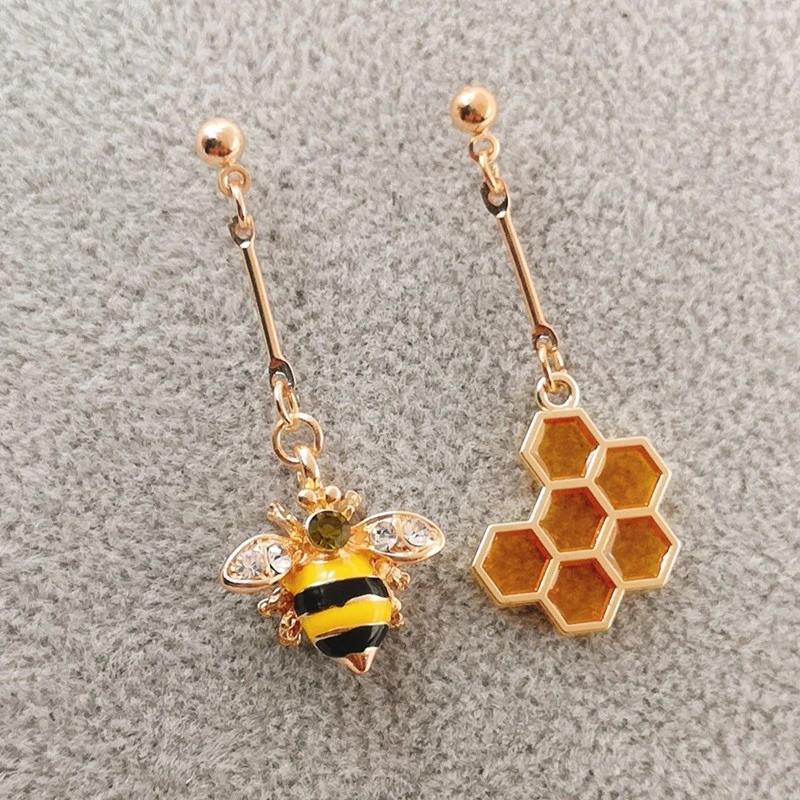 Boucles d'oreilles abeille plus nid d'abeille hexagonal en émail jaune